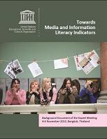 Cubierta con alumnos y distintos tipos de información