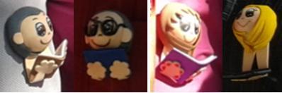 Los cuatro muñecos, dos con libro y dos con tablet