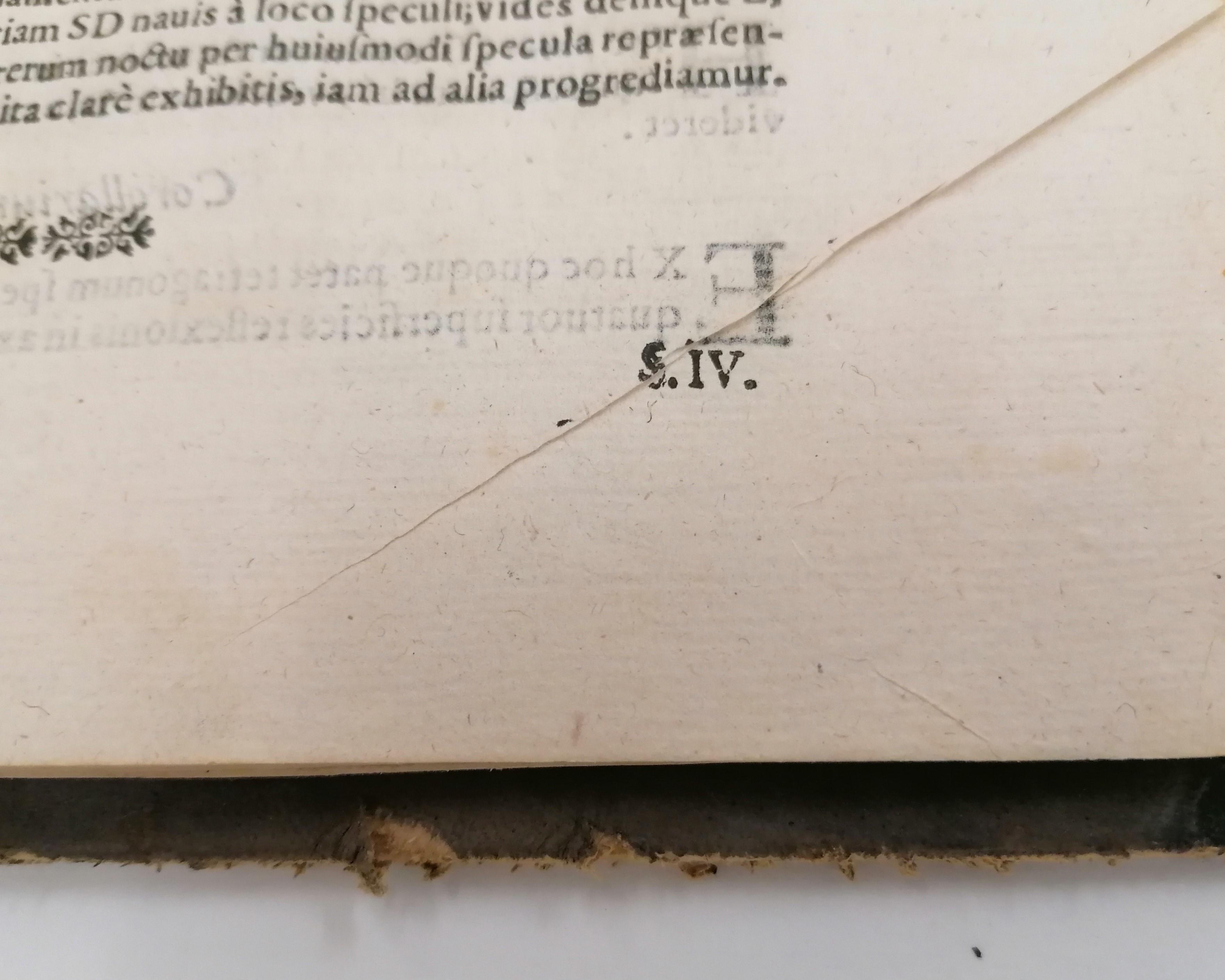 5. Pliegue del papel con zonas sin impresión.