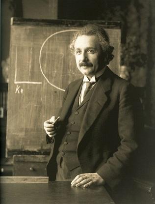 100 años de la Relatividad General de Einstein (La Biblioteca Informa)
