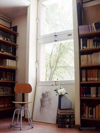 Una biblioteca y un jard�n