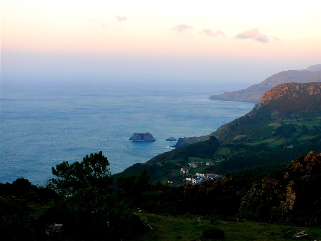 Vista panorámica de la costa y del pueblo