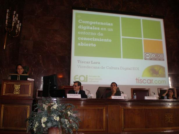 Participantes delante de presentación de Tíscar Lara