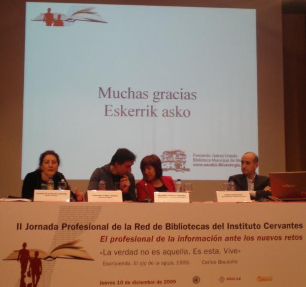 Los ponentes delante de la última pantalla de la presentación